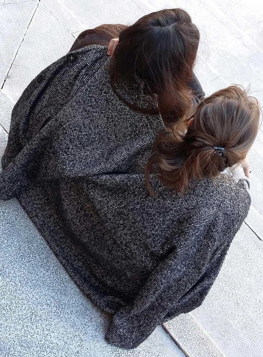 A Siamese Coat/Un cappotto siamese - Nik Boini